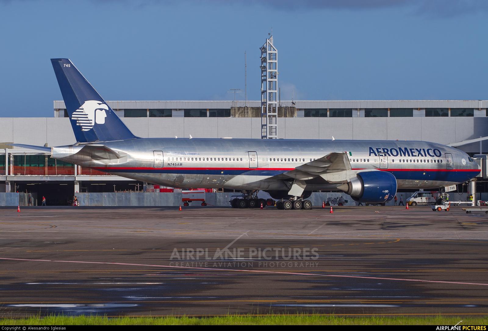 n745am aeromexico boeing 777 200er at salvador On aeromexico el salvador