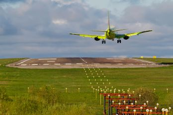 VP-BAN - S7 Airlines Boeing 737-400