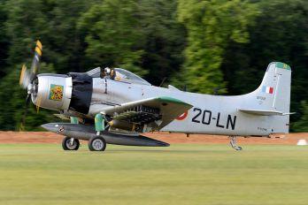 F-AZHK - Private Douglas AD-4N Skyraider