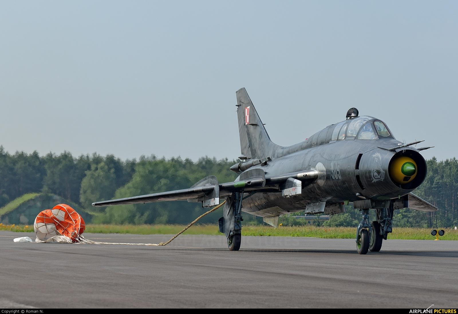 Poland - Air Force 305 aircraft at Bydgoszcz - Szwederowo