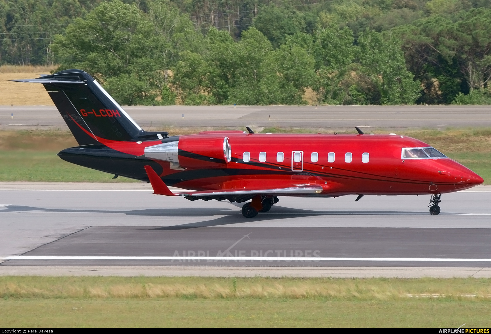 G-LCDH - TAG Aviation Canadair CL-600 Challenger 605 at ...