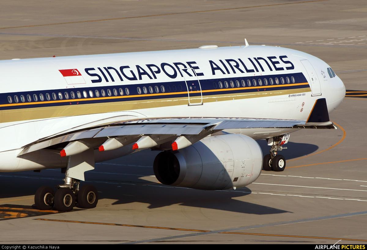 Singapore Airlines 9V-STU aircraft at Tokyo - Haneda Intl