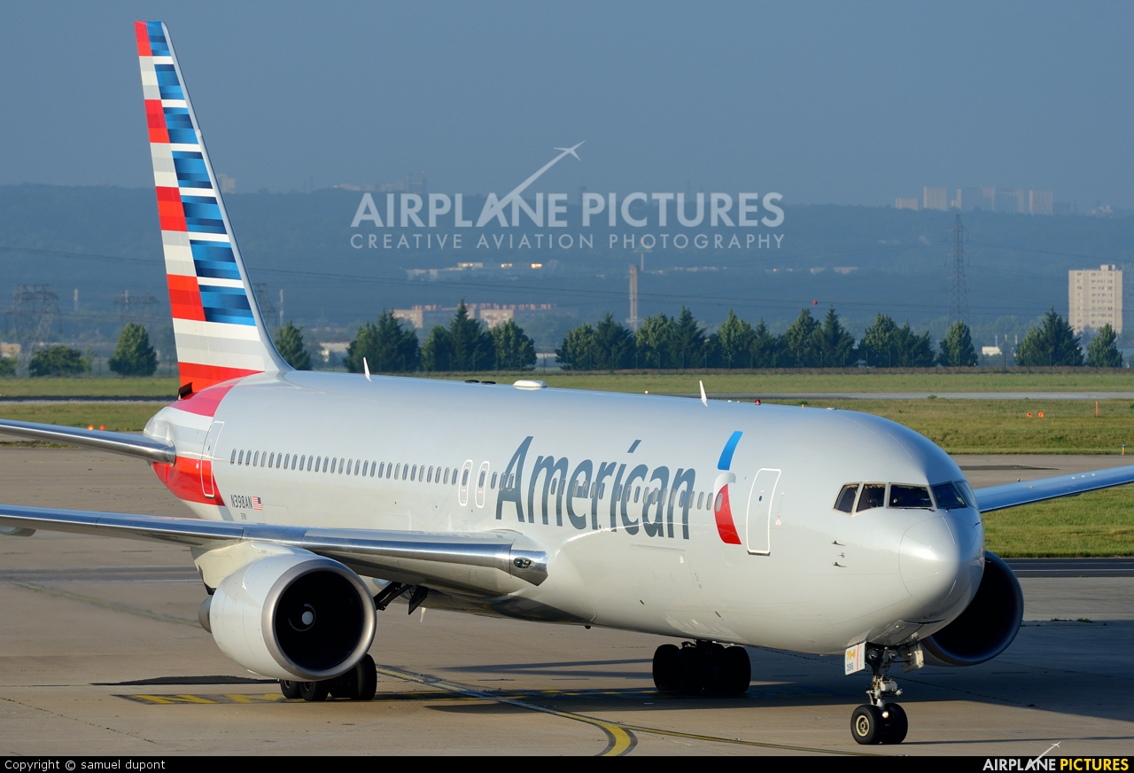 American Airlines N398AN aircraft at Paris - Charles de Gaulle