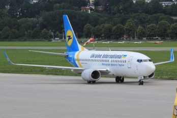 UR-GAK - Ukraine International Airlines Boeing 737-500