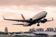 N310DE - Delta Air Lines Boeing 737-700 aircraft