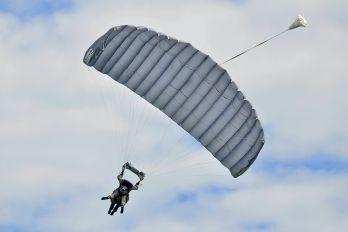 - - Parachute Parachute Parachute - tandem