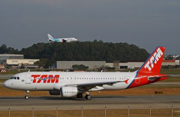 PR-MYN - TAM Airbus A320