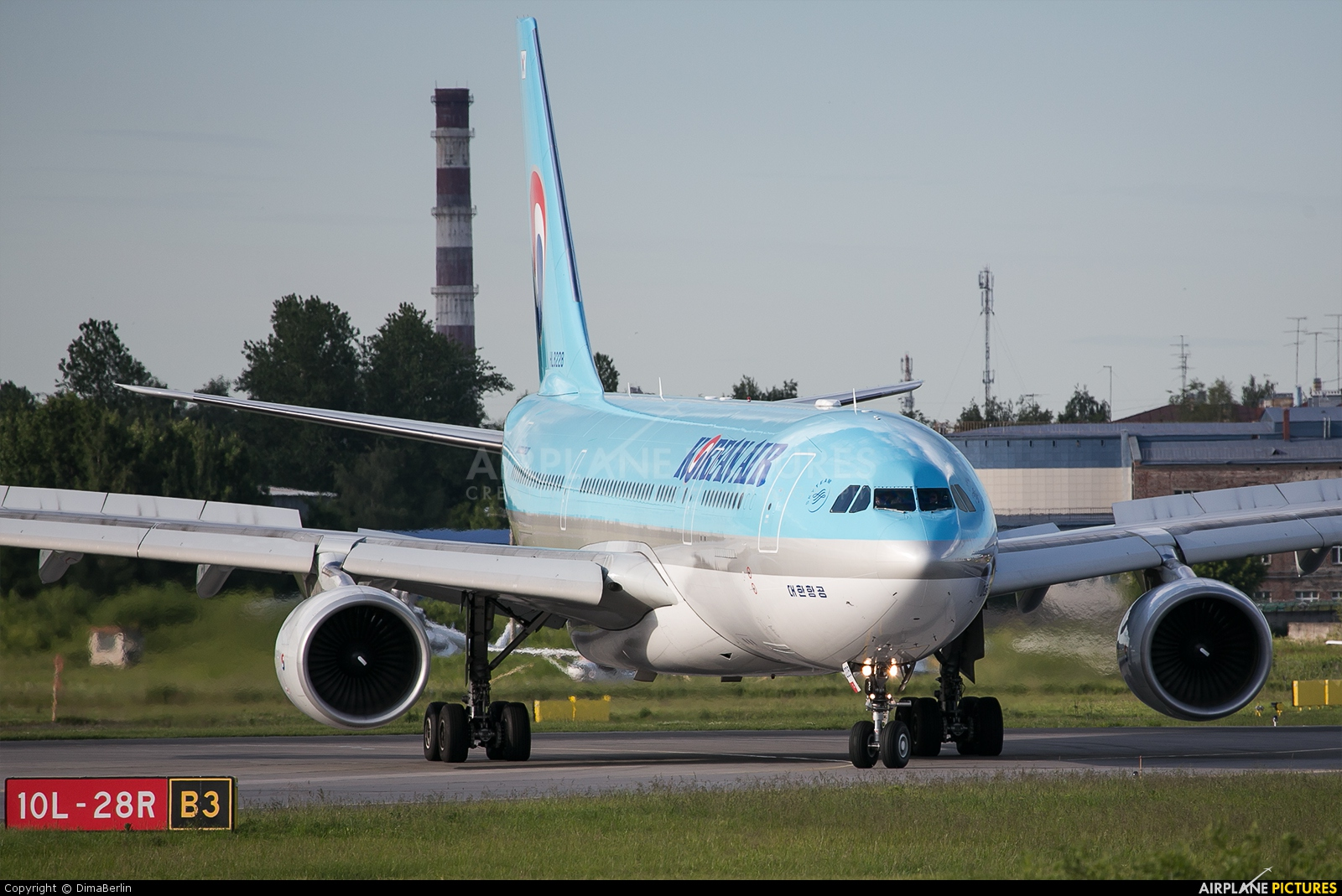 Korean Air HL8228 aircraft at St. Petersburg - Pulkovo