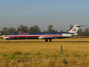 N576AA - American Airlines McDonnell Douglas MD-82