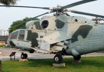 7430 - Vietnam - Air Force Mil Mi-24A