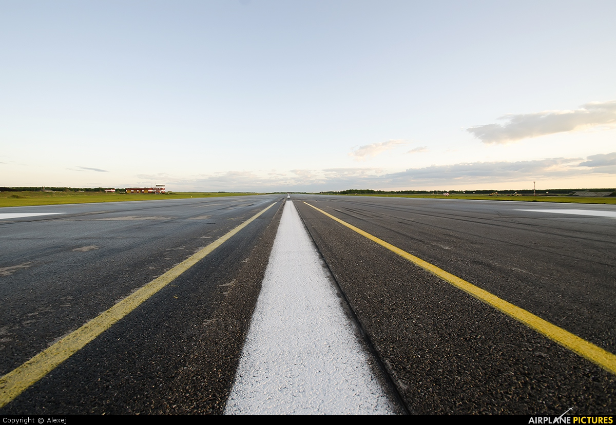 - Airport Overview - aircraft at Tyumen-Roschino
