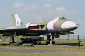 XM607 - Royal Air Force Avro 698 Vulcan B.2