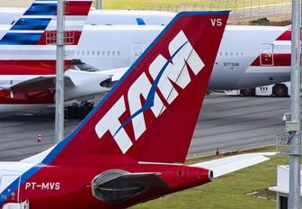 PT-MVS - TAM Airbus A330-200