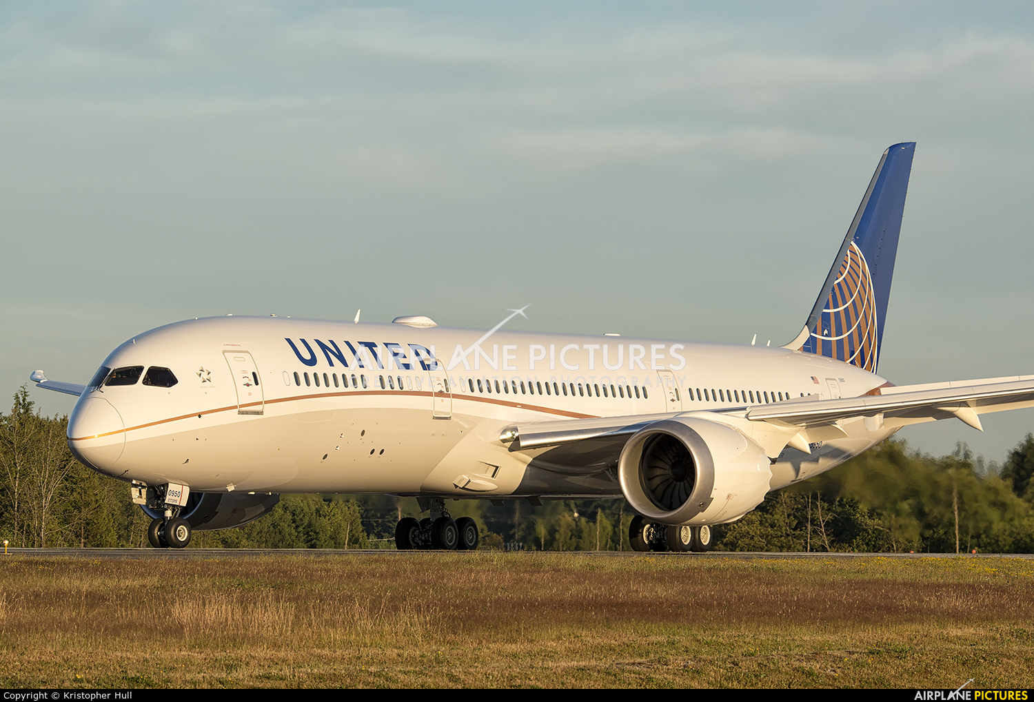 N38950 - United Airlines Boeing - 1121.3KB
