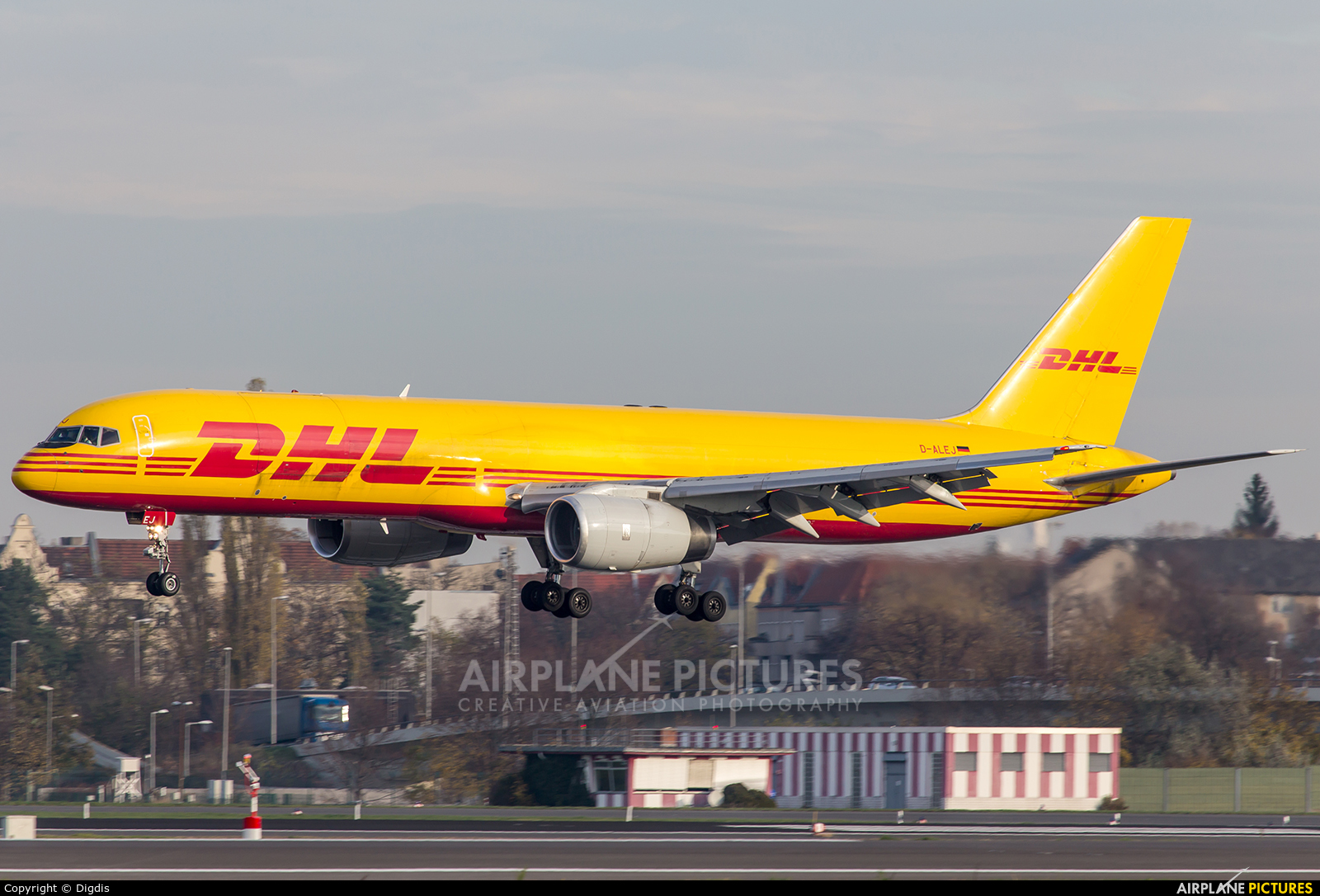d alej dhl cargo boeing 757 200 at berlin tegel photo id 430375 airplane. Black Bedroom Furniture Sets. Home Design Ideas