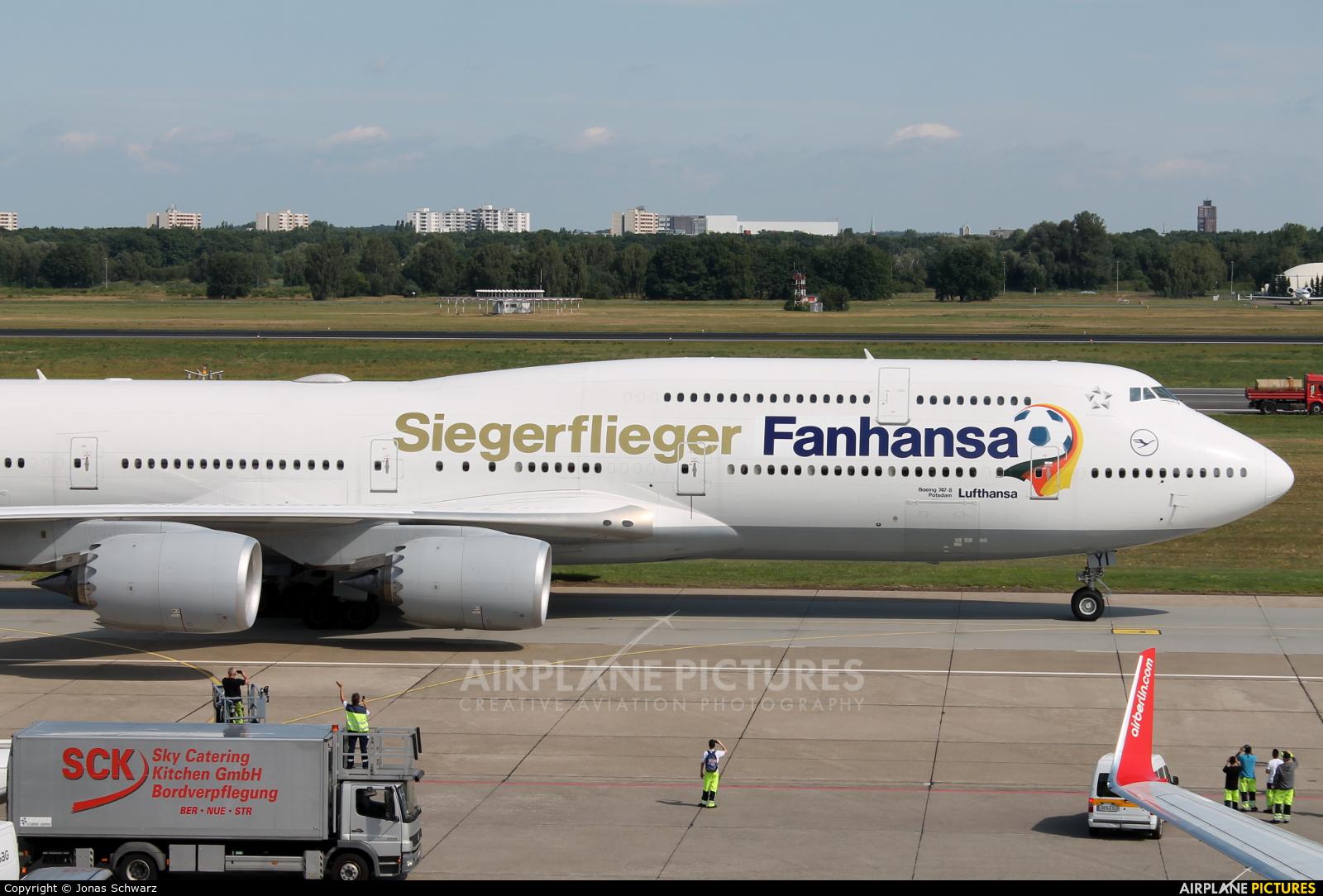 Lufthansa D-ABYI aircraft at Berlin - Tegel