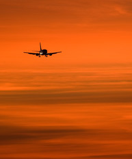 - - Lufthansa Boeing 737-500