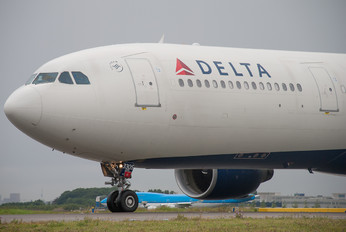 N805NW - Delta Air Lines Airbus A330-300
