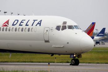 N965DL - Delta Air Lines McDonnell Douglas MD-88