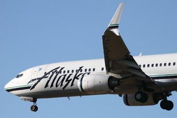 N588AS - Alaska Airlines Boeing 737-800