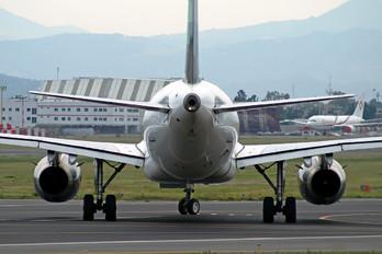 XA-VOT - Volaris Airbus A319