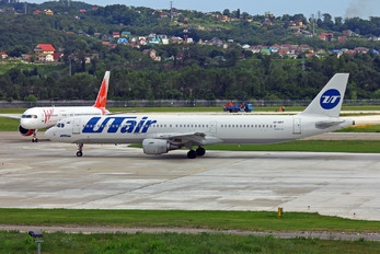 VP-BPP - UTair Airbus A321