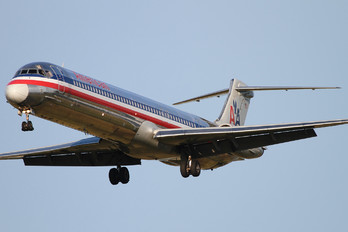 N76200 - American Airlines McDonnell Douglas MD-83