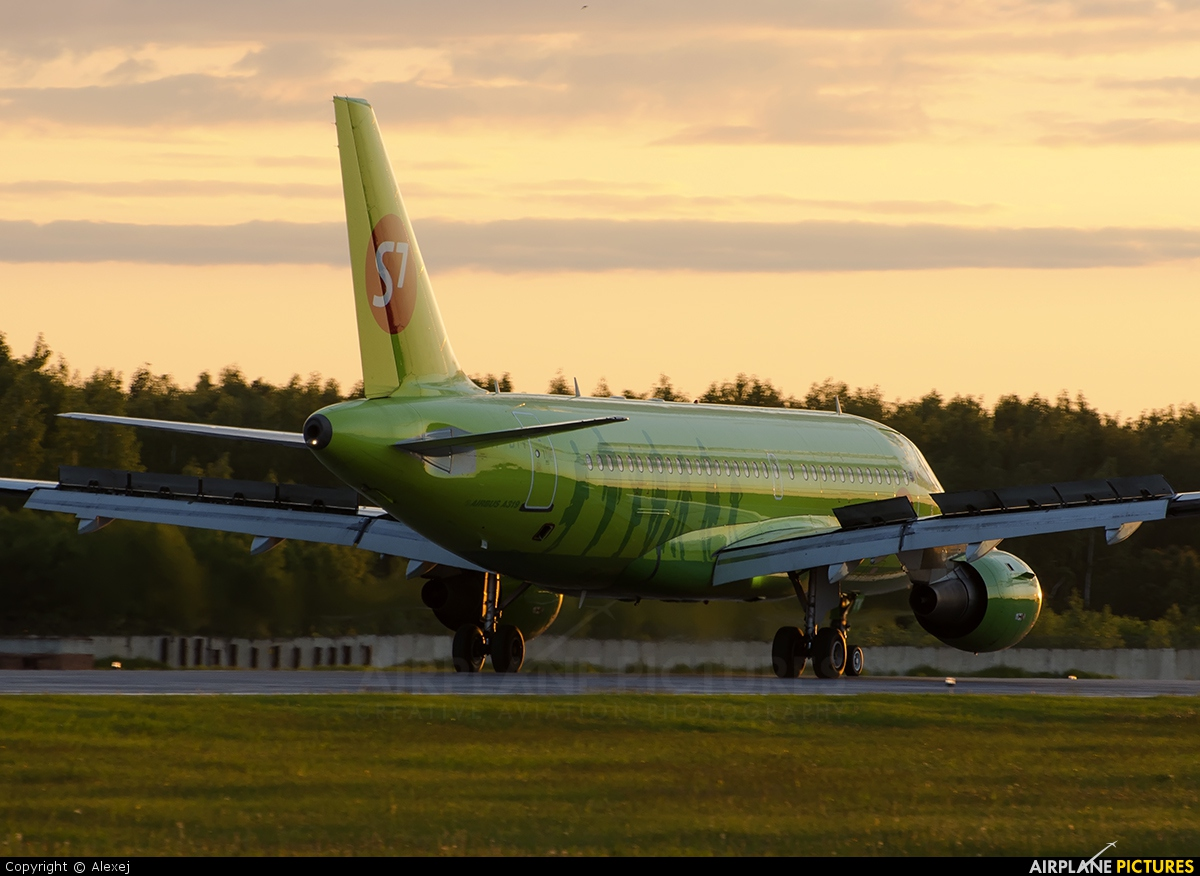 S7 Airlines VP-BTV aircraft at Tyumen-Roschino
