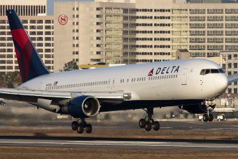 N126DL - Delta Air Lines Boeing 767-300