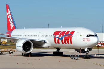 PT-MUJ - TAM Boeing 777-300ER
