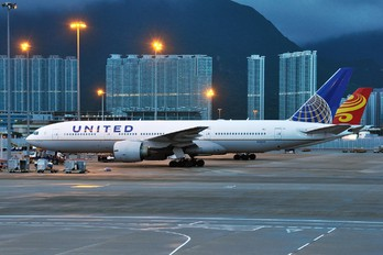 N78001 - United Airlines Boeing 777-200ER