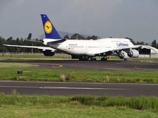 D-ABYJ - Lufthansa Boeing 747-8