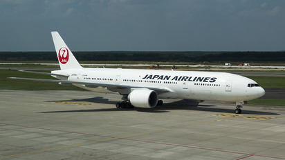 JA706J - JAL - Japan Airlines Boeing 777-200ER