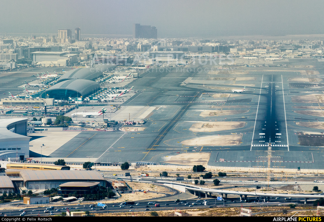 - Airport Overview - aircraft at Dubai Intl