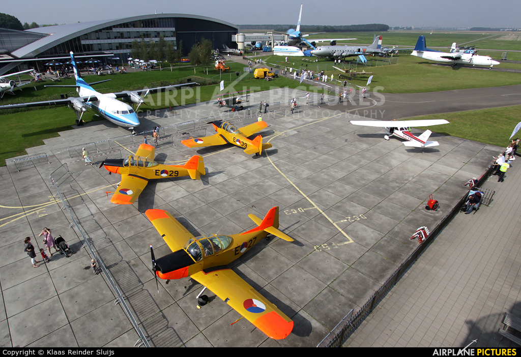 - Airport Overview - aircraft at Lelystad