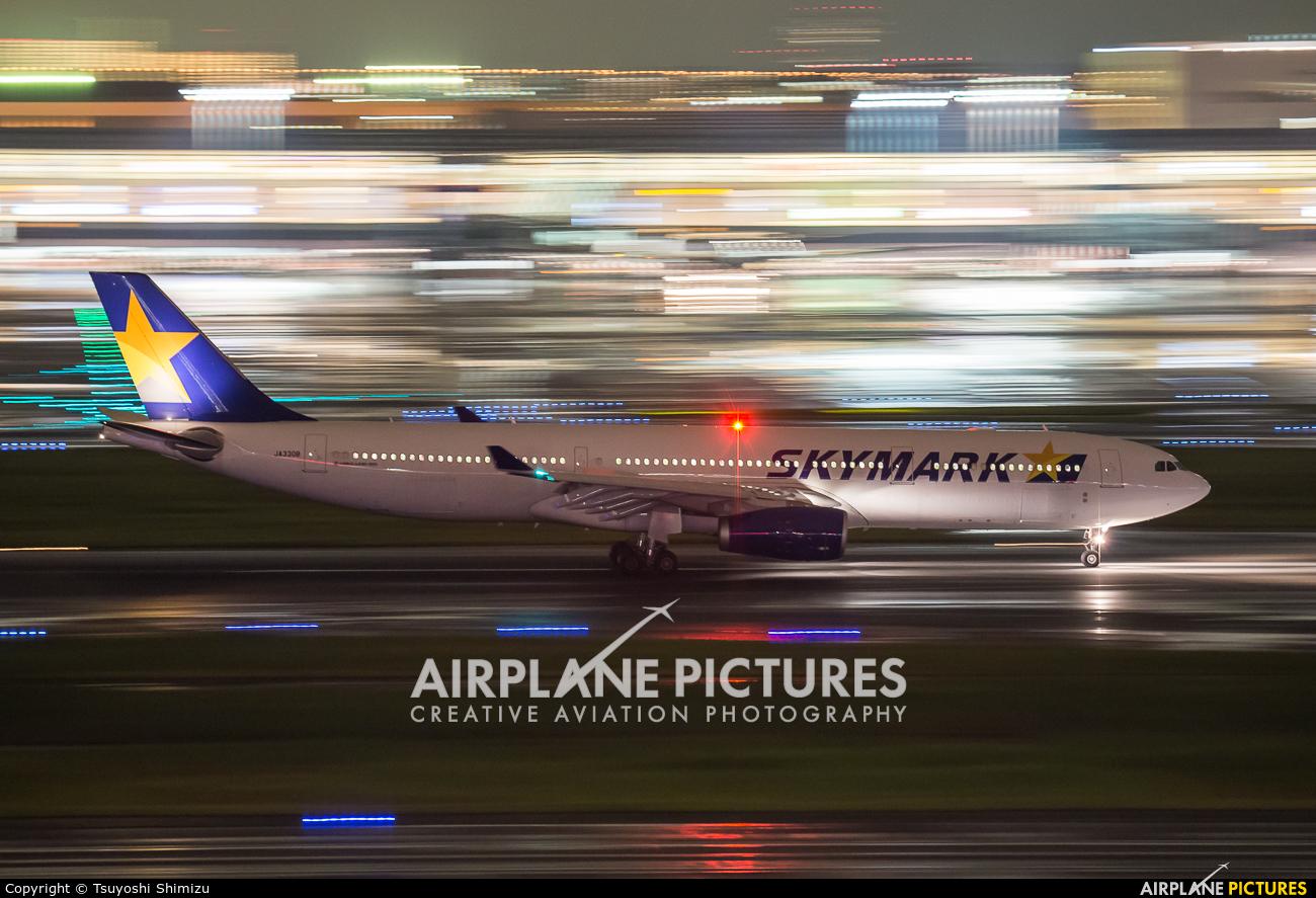 Skymark Airlines JA330B aircraft at Tokyo - Haneda Intl