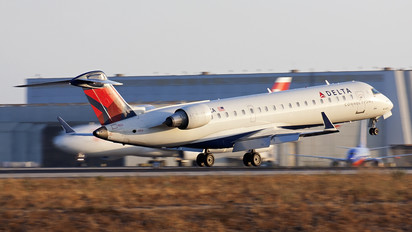 - - Delta Connection - SkyWest Airlines Canadair CL-600 CRJ-200