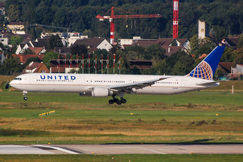 N76062 - United Airlines Boeing 767-400ER