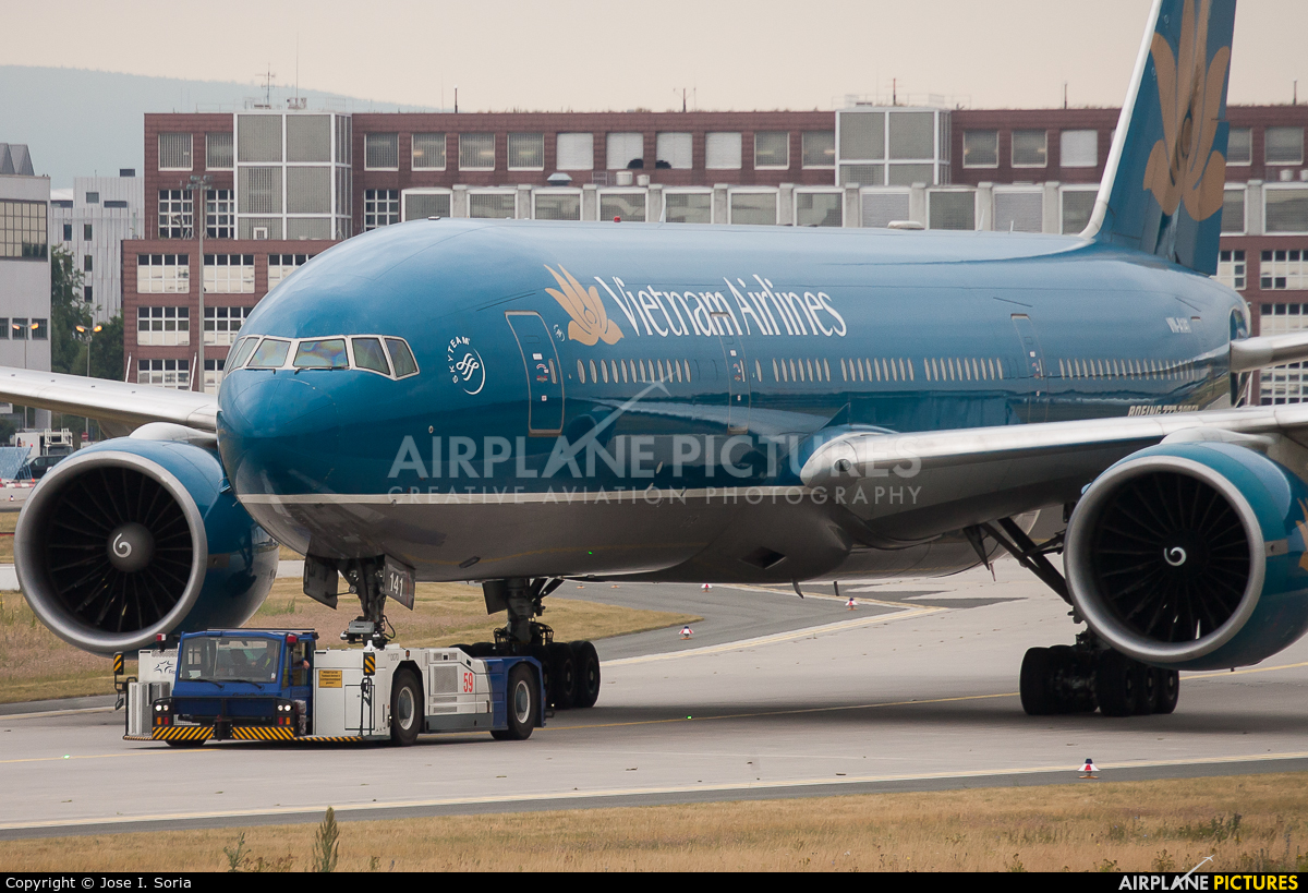 Vietnam Airlines VN-A141 aircraft at Frankfurt