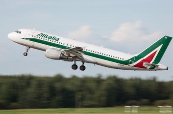 EI-DTA - Alitalia Airbus A320