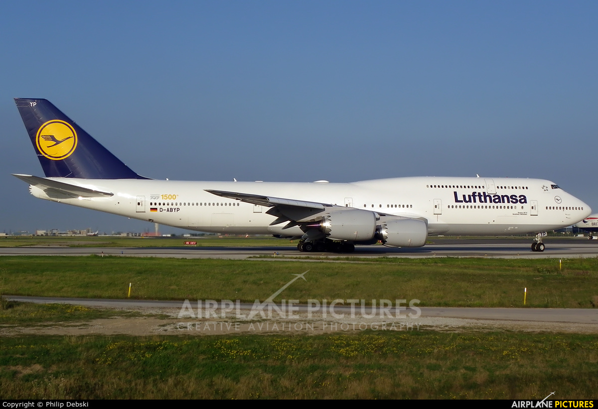 d abyp lufthansa boeing 747 8 at toronto pearson intl. Black Bedroom Furniture Sets. Home Design Ideas