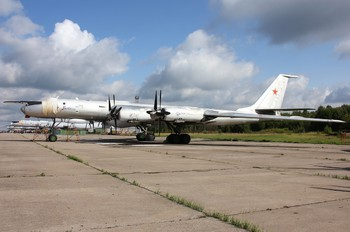 97 - Russia - Navy Tupolev Tu-142MK