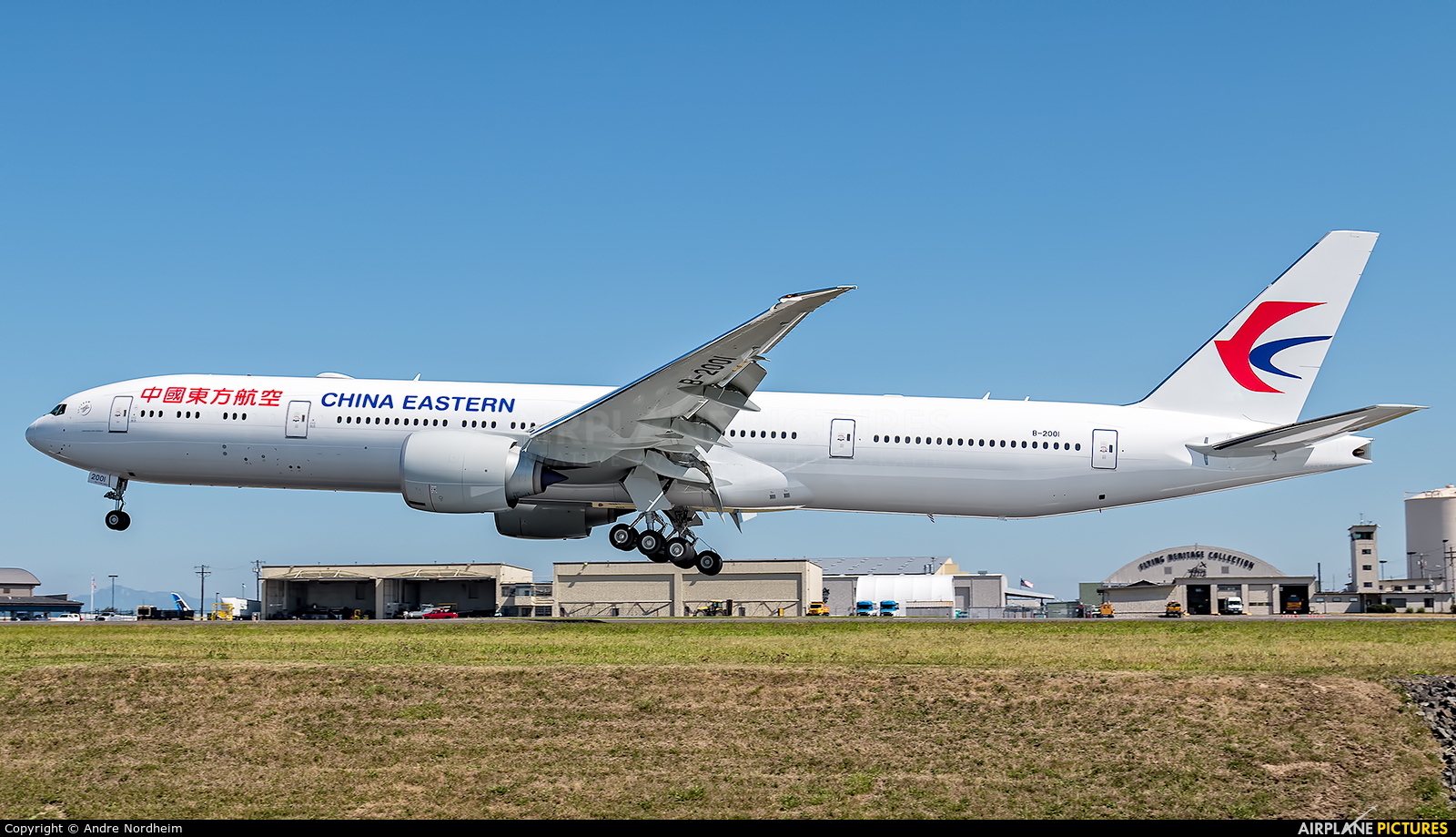 B 2001 china eastern airlines boeing 777 300er at - China eastern airlines sydney office ...
