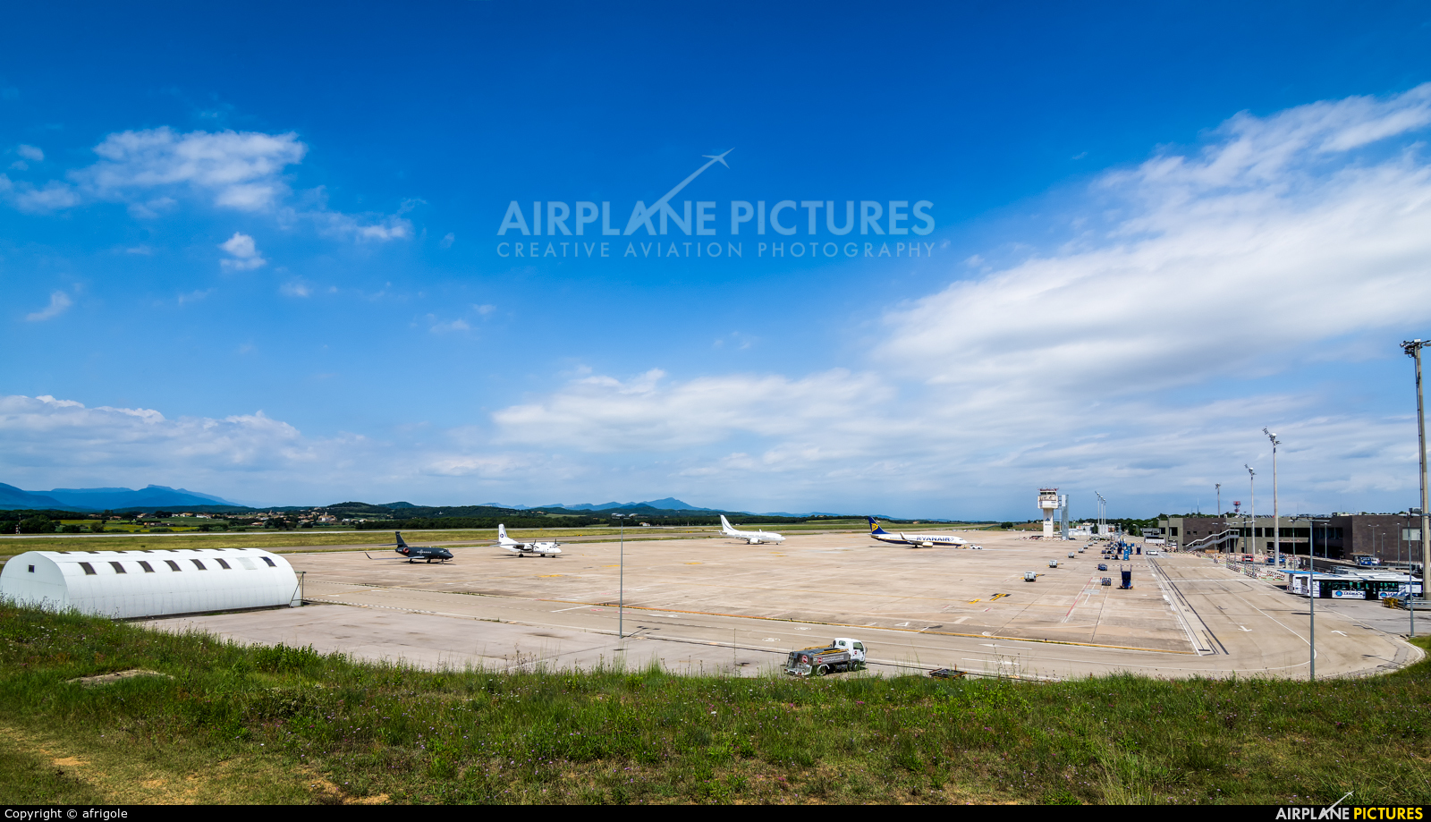 - Airport Overview - aircraft at Girona - Costa Brava