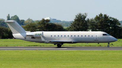 UR-RUS - ISD Avia Canadair CL-600 CRJ-200