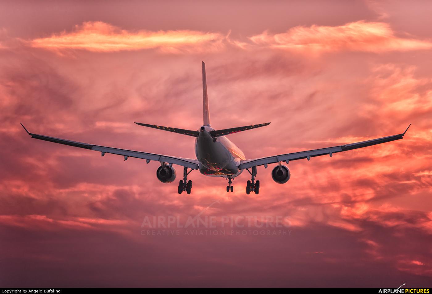 China Southern Airlines B-5922 aircraft at Amsterdam - Schiphol