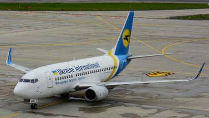 UR-GAU - Ukraine International Airlines Boeing 737-500