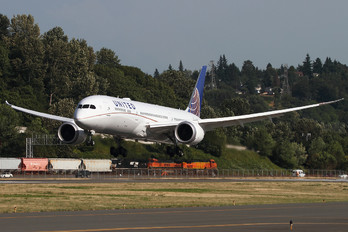 N38950 - United Airlines Boeing 787-9 Dreamliner