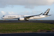 Overnight stay of Airbus A350 at Auckland title=