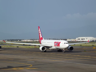 PT-MVG - TAM Airbus A330-200